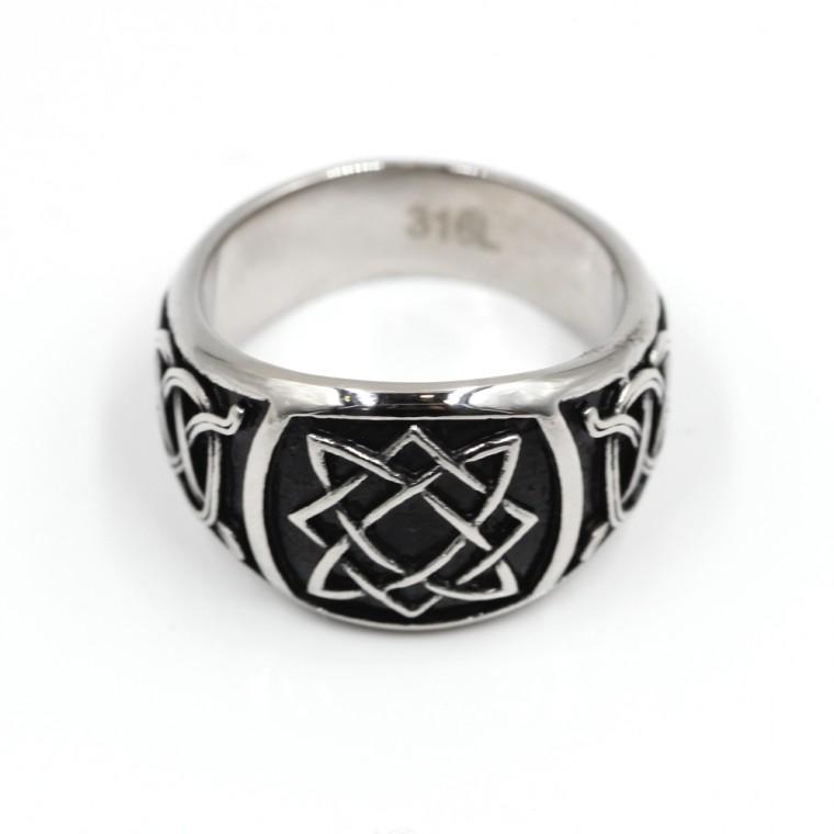 Anello con simbolo nodi celtici